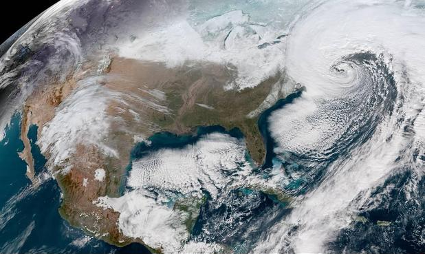 View+from+space+of+winter+storm+Grayson
